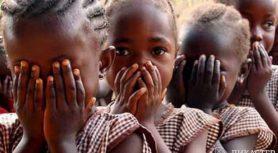 Два торговца обувью в Африке