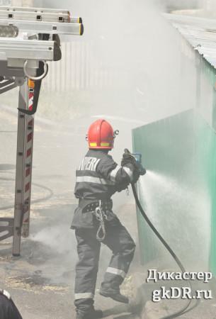 пожарная безоспасность пожарный тушит tushit pojarinyi fire